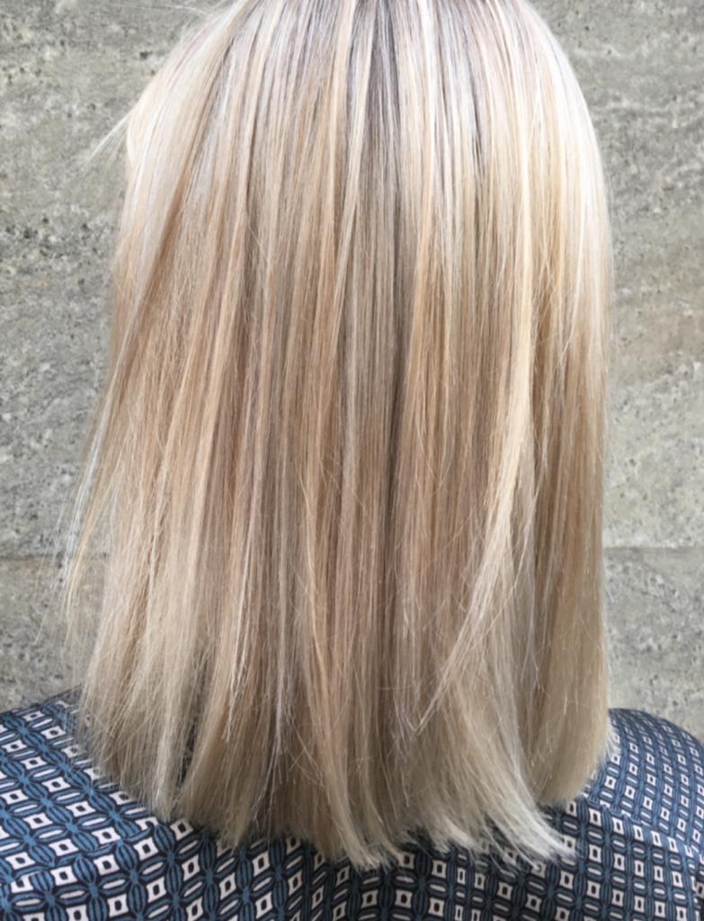 ljusa slingor i håret