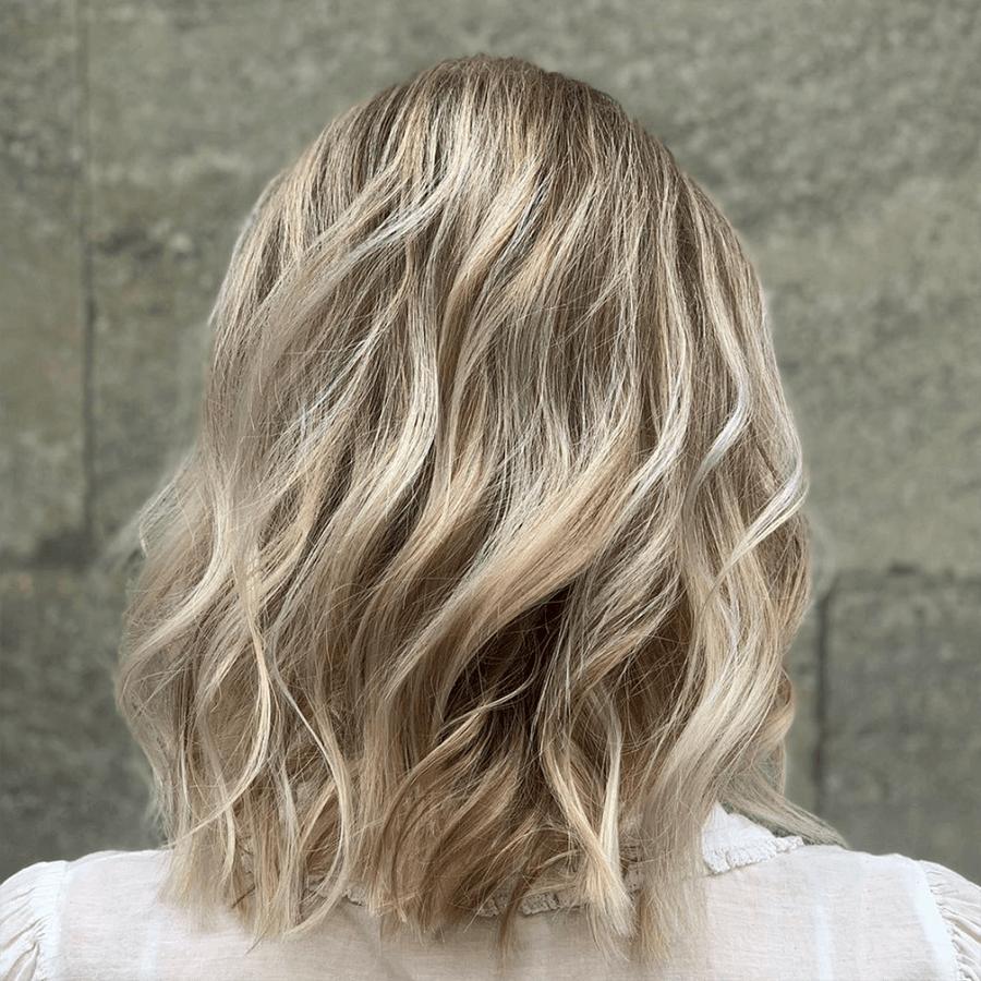 askblont hår